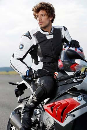 mono de cuero BMW Sport 2