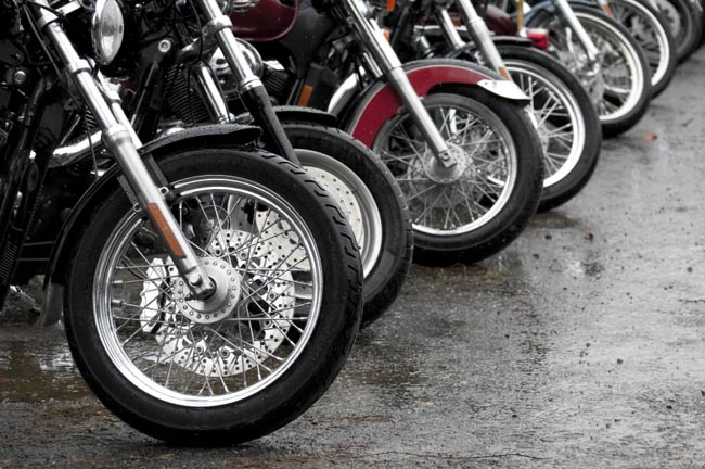 conduccion de moto en lluvia