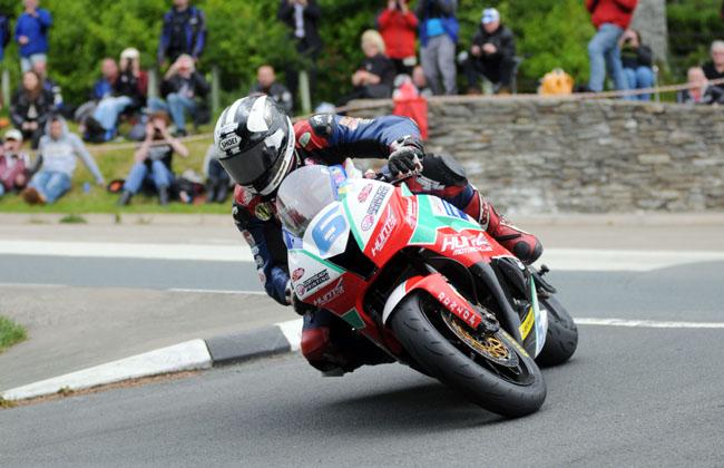 Michael Dunlop entra en la historia del Tourist Trophy de la Isla de Man