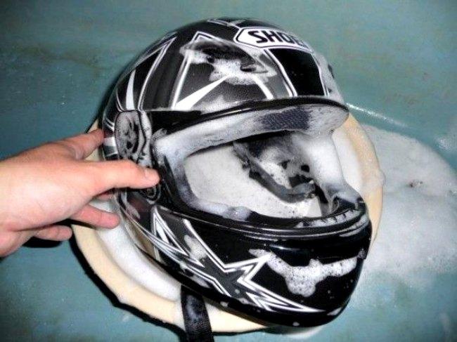 Como limpiar el casco de la moto