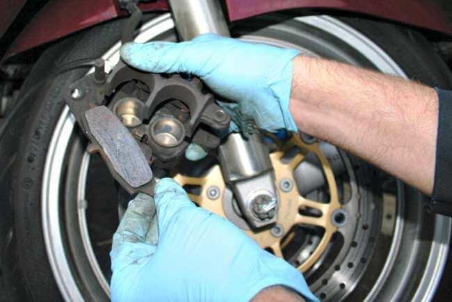 Mantenimiento de frenos de moto
