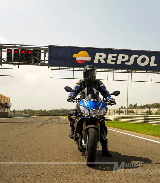 Prueba Aprilia Tuono V4 1100 RR 2015 circuito