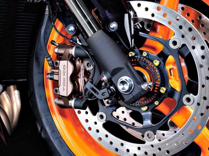 Mantenimiento del sistema de frenos de una moto