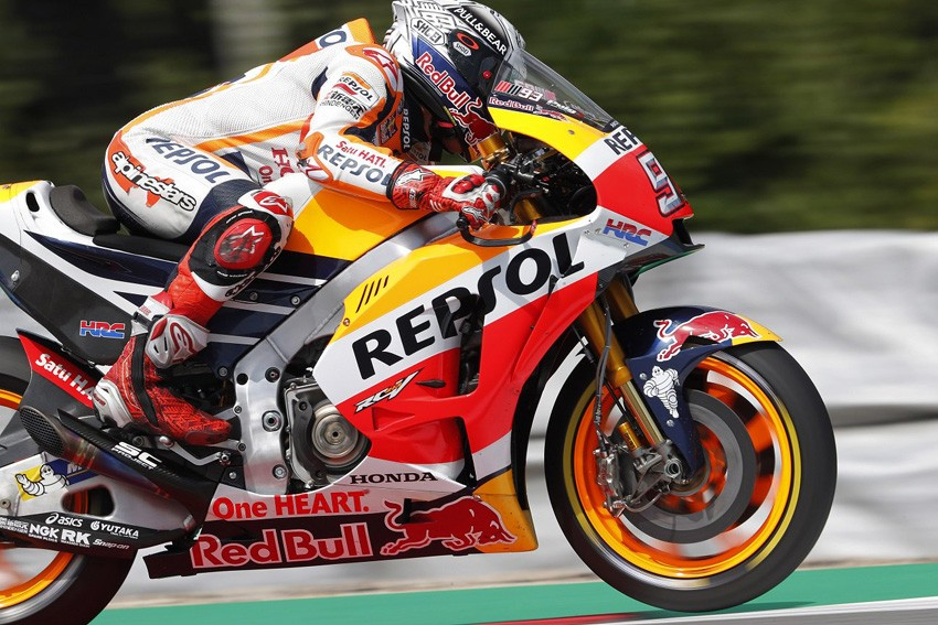 Marc Márquez se ha caído en el FP3, pero también ha sido el más rápido en esta sesión en Brno.
