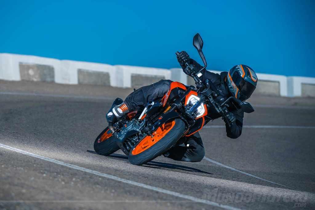 KTM 390 Duke velocidad maxima