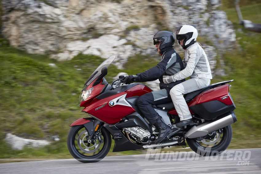 mejores motos touring para viajar en pareja