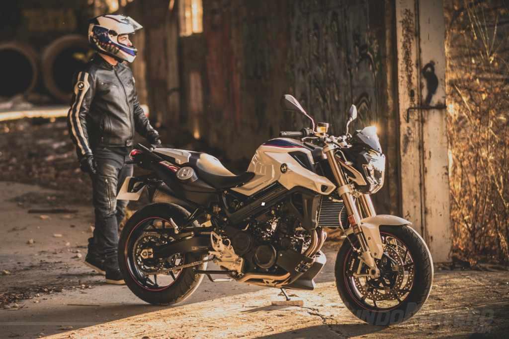 Nueva BMW F800R Akrapovic 2018 Mas Deportividad Para La Moto Naked