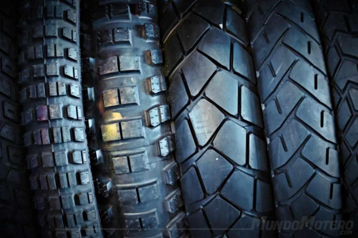 Riesgos de mezclar diferentes neumáticos en tu moto