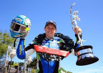 Dean Harrison vence la carrera 2 de Supersport del TT 2018