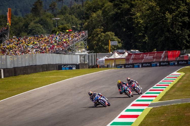 Ninguno de los pilotos italianos pudo arrebatar la victoria a Martín