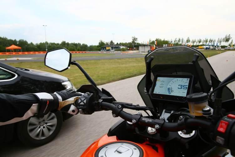 Las futuras motos KTM con control de crucero adaptativo y detección de angulo muerto