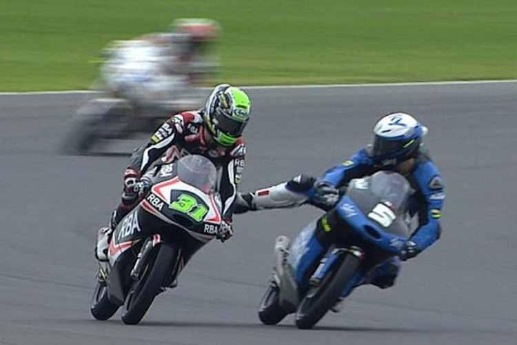 Romano Fenati Vs Niclas Ajo - GP Argentina 2015