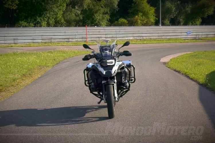 BMW en desarrollo de una moto de conducción autónoma