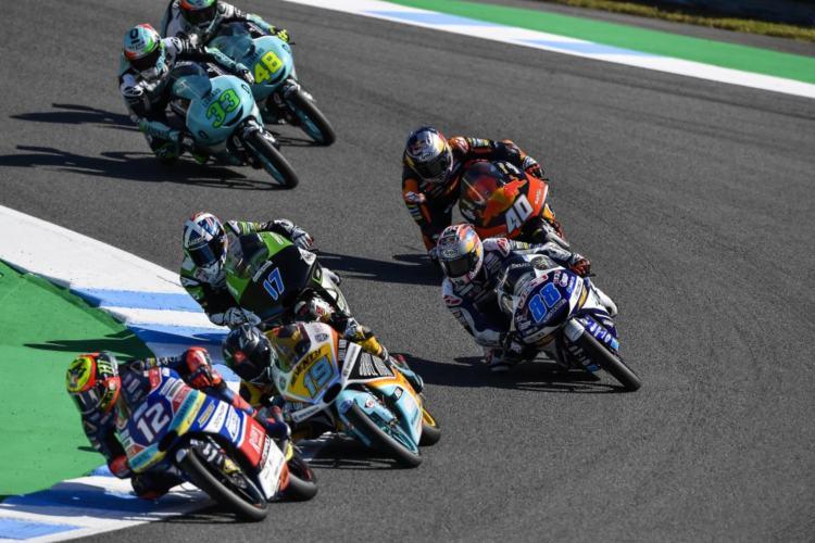 Martín luchando en el grupo cabecero con las KTM de Bezzecchi, Rodrigo y McPhee.