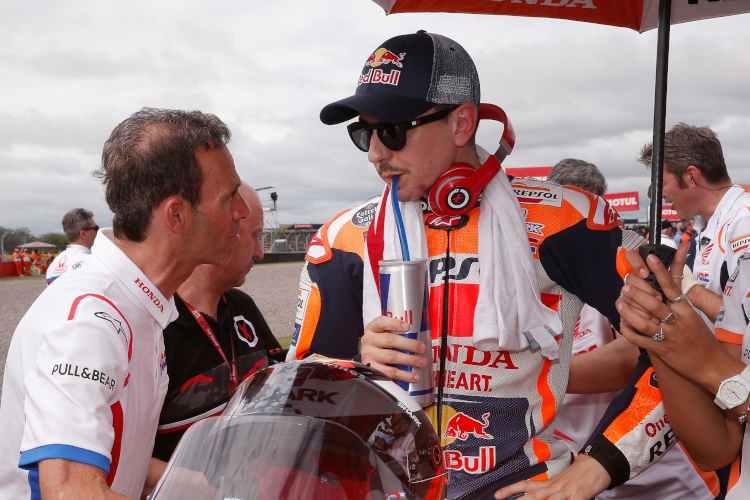 Jorge Lorenzo y Alberto Puig en la parrilla de salida del GP de Argentina.