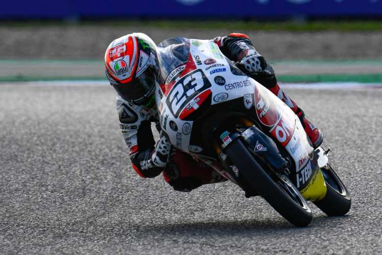 Niccolo Antonelli lidera los entrenamientos de Moto3 en Jerez