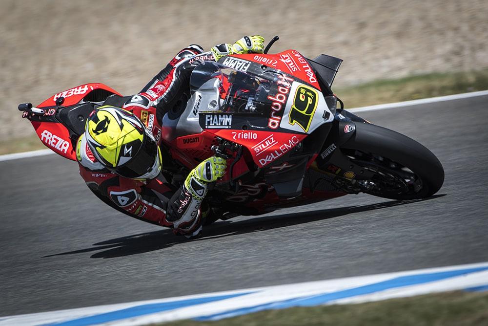 Alvaro Bautista vence de manera contundente la carrera de SBK en Jerez