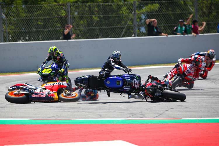 Momento de la caída de Jorge Lorenzo en la que arrastraba a Andrea Dovizioso, Maverick Viñales y Valentino Rossi.