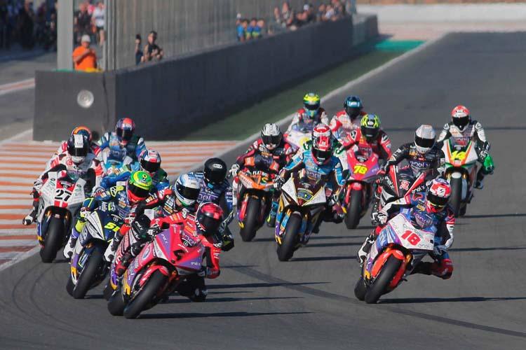 Salida del simulacro de carrera que MotoE ha hecho durante el test de Valencia.