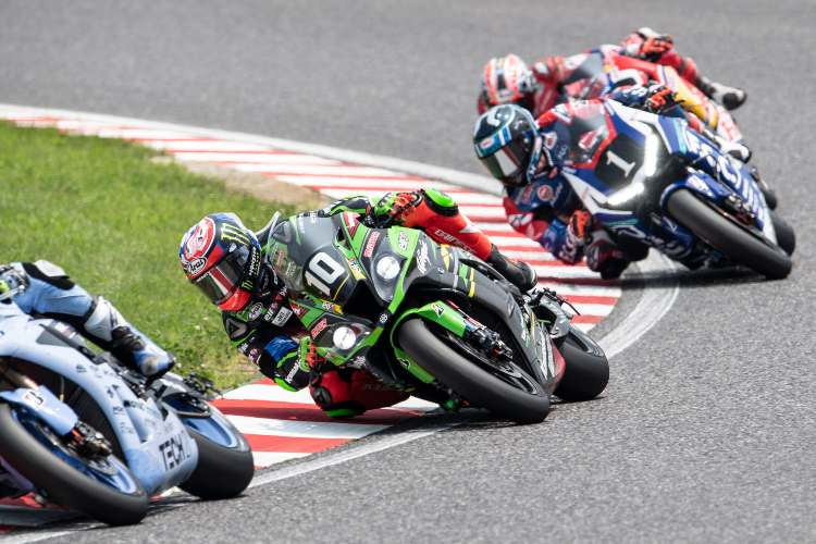 Espectáculo en cabeza: Kawasaki, Honda y Yamaha