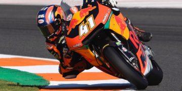 Brad Binder bate el récord de la pista en Valencia | Moto2 2019