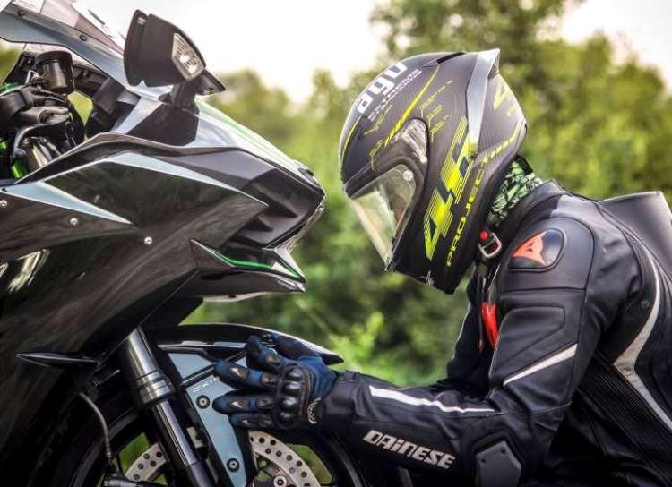 Importancia del uso del casco para los conductores de moto