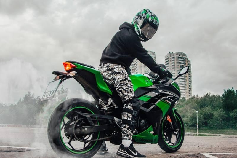 Renting de motos: ventajas que debes conocer de esta revolución comercial